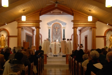 Mass celebrated ad orientem by Bishop Hebda